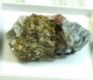 Wöhlerit & Lepidomelan